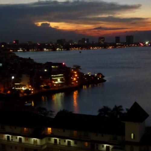 Abendstimmung über dem West Lake Hanoi