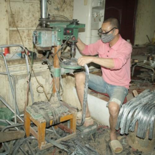 In der Produktionshalle einer Liegestuhl-Fabrik
