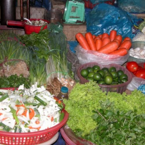 Farbenfroher Gemüsemarkt